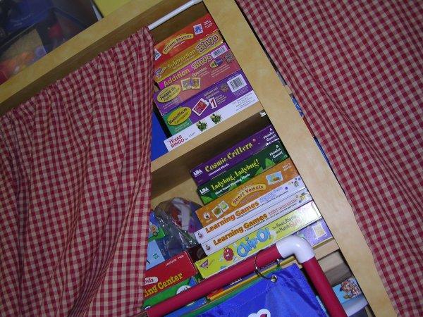 Room_shelves2